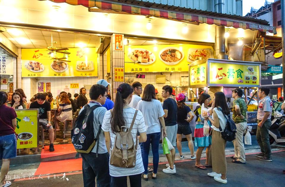 台中美食》一心素食臭豆腐、素麵線│逢甲夜市超人氣店家,難得的素食小吃