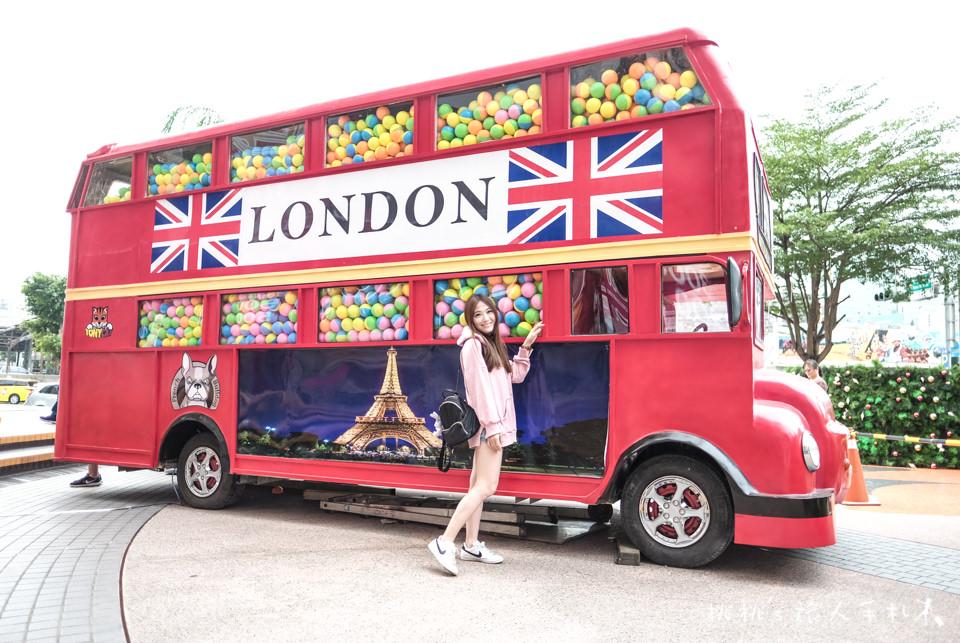 IG打卡景點》台南大遠百 雙層巴士扭蛋機│最大獎是台灣倫敦來回機票喔!
