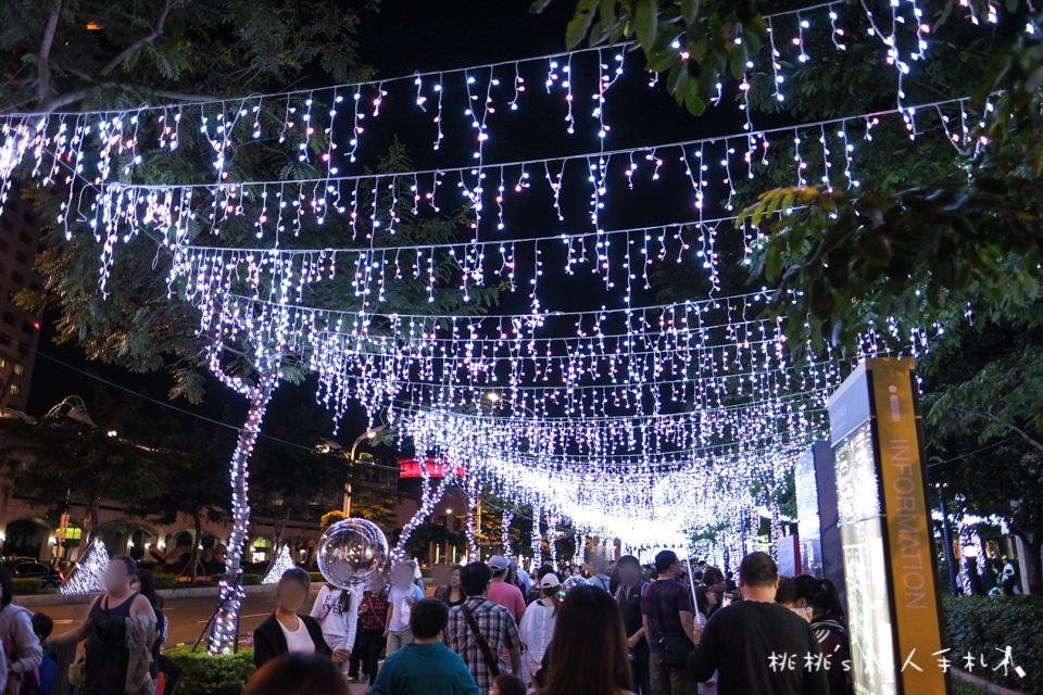 2017新北市歡樂耶誕城│巨星演唱會、燈飾光雕秀、遊樂設施免費玩到聖誕節過後!