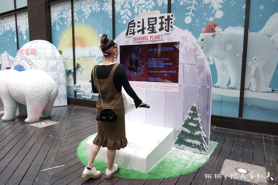 IG打卡景點》戽斗星球降臨新光三越聖誕節│耶誕萌星球把扭蛋動物變大了!