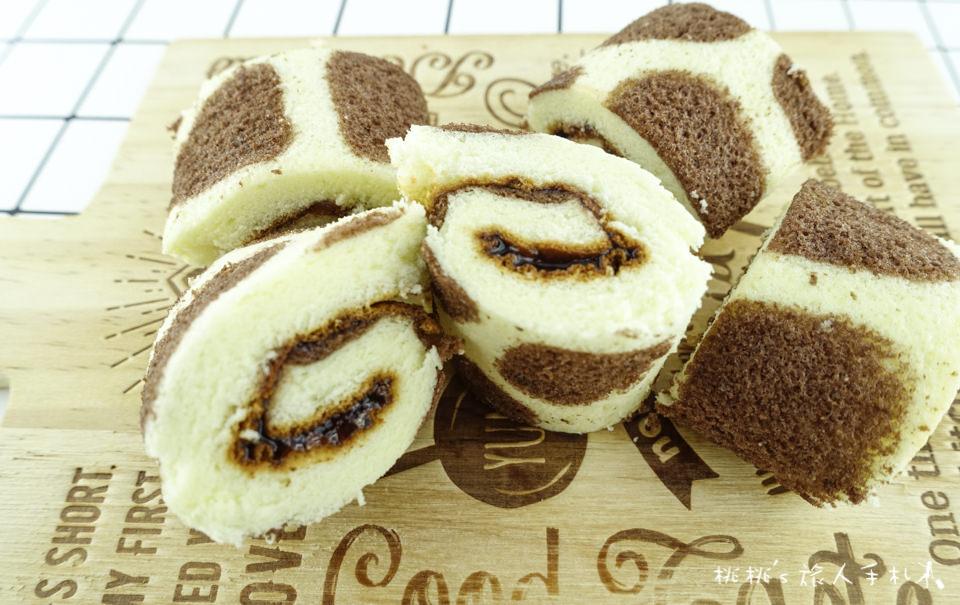 全家FamilyMart》焦糖乳牛蛋糕棒&草莓長頸鹿蛋糕棒│開箱分享