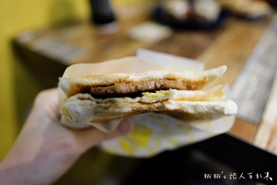 IG打卡餐廳》Bee Burger快樂蜂│板橋網美早餐店 黃色販賣機門前拍一波吧!