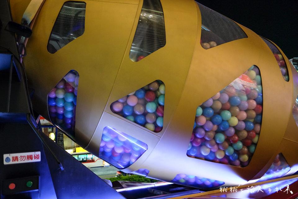 IG打卡景點》巨型扭蛋機預拌車│開到中和環球購物中心了!