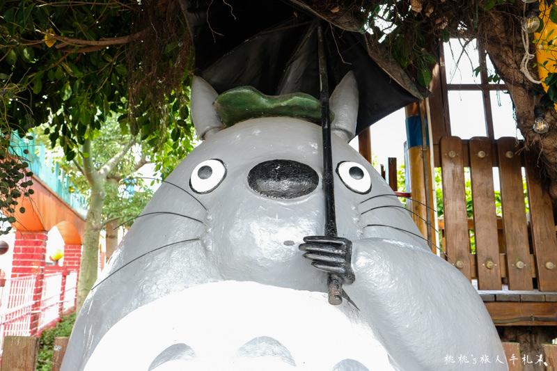 桃園打卡景點》桃園龍貓公車站│糖果屋城堡旁與龍貓一起等公車