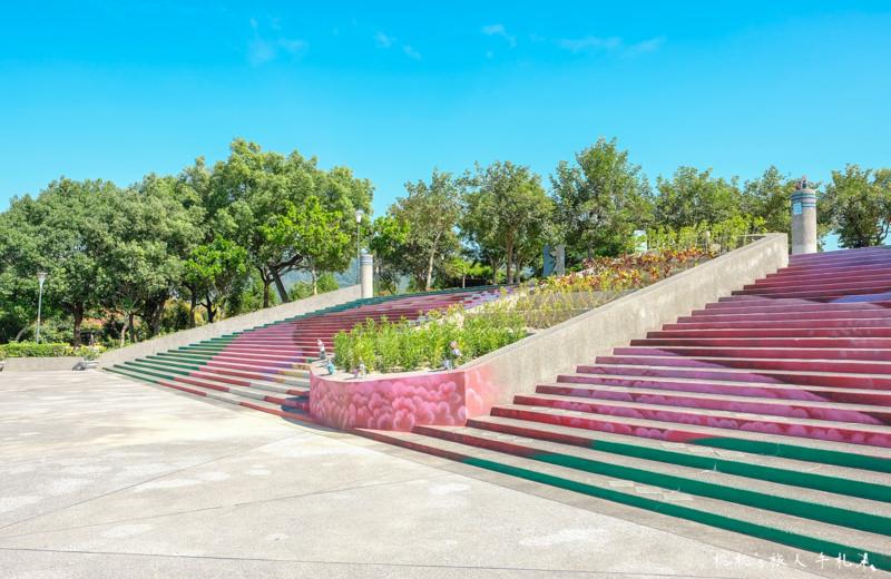 台中打卡景點》太平921震災紀念公園│3D地景彩繪石虎階梯+超長溜滑梯