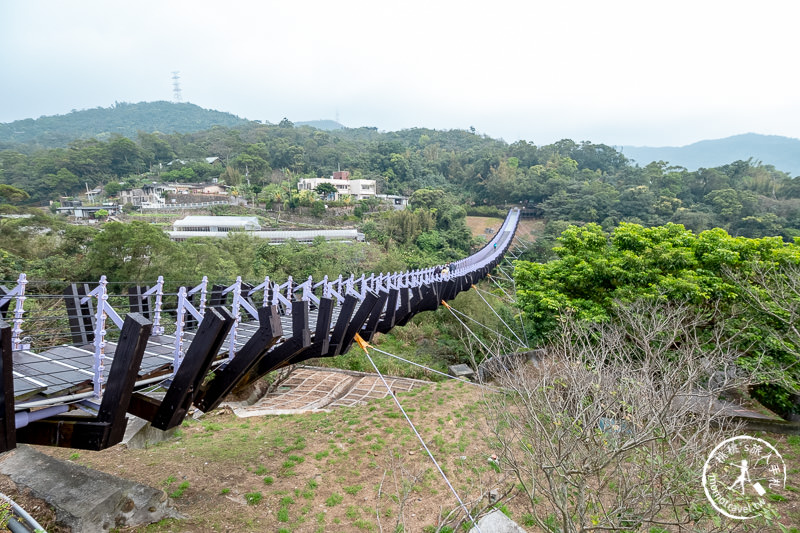 台北景點》內湖白石湖吊橋│碧山巖龍穴傳說 就在吊橋正下方