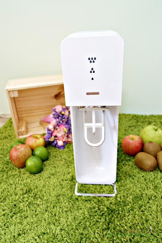 居家》氣泡水機Sodastream機型比較-SOURCE在家也能隨時來杯清涼氣泡水!炎炎夏日新玩意兒