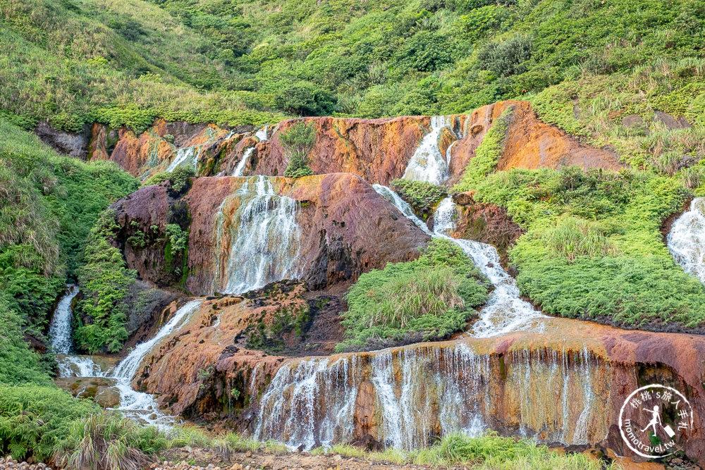 新北瑞芳景點》金瓜石黃金瀑布│公路旁美景 成因卻不太美...