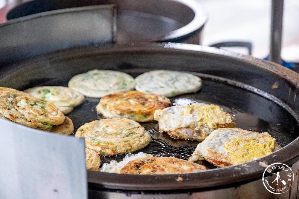 宜蘭羅東美食》義豐蔥油派│在地老字號蔥油餅名店 現煎蔥多超美味!